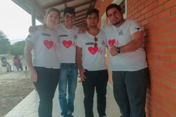 Estudiantes de Enfermería apoyando actividades de servicio en el Chaco Paraguayo